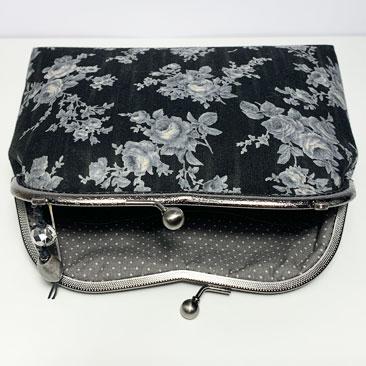 Fekete rózsás táska belseje TÁS01
