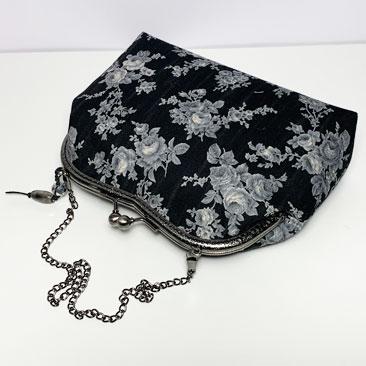 Fekete rózsás táska lánccal TÁS01