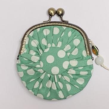 Zöld pettyes yoyo tárca hátulja